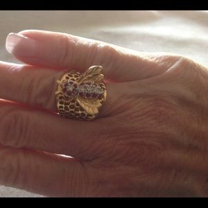 Jewelry - Bumble bee ring